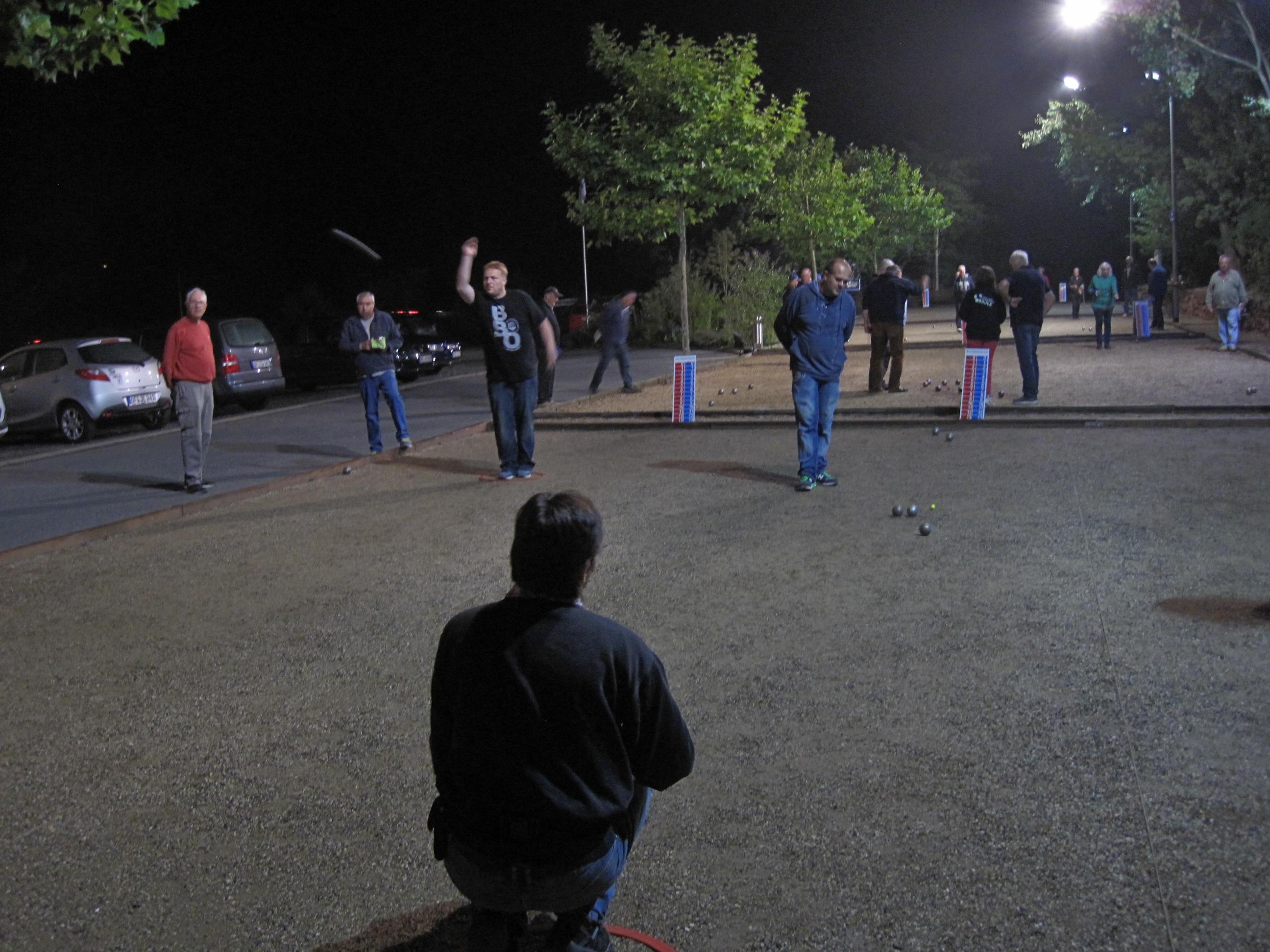 gut besuchte Nocturne Turnier